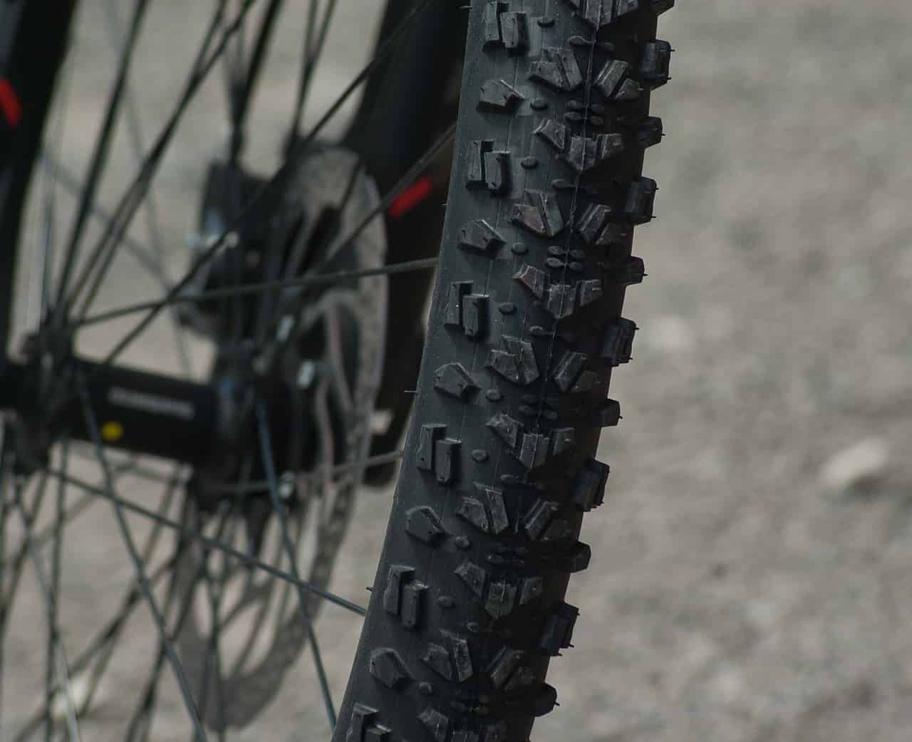 why do road bikes have thin tires